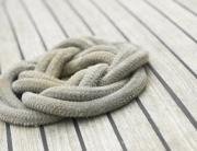 knot-of-rope-on-wooden-boat-deck
